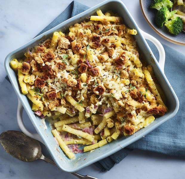 Gammon mac and cheese with crispy topping