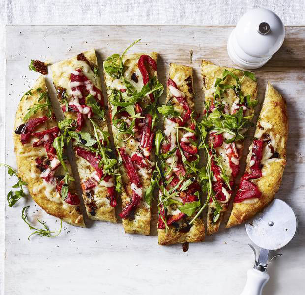 Flatbread pizza with peppers and rocket