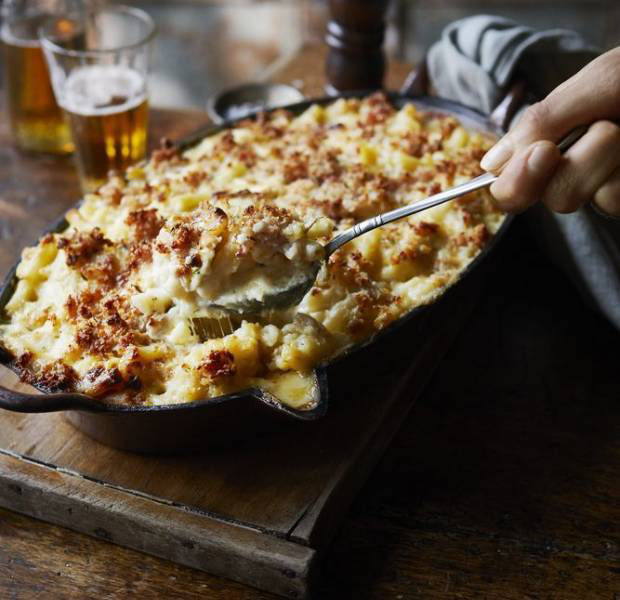 Mac 'n' cheese with beer and a crispy bacon crumb