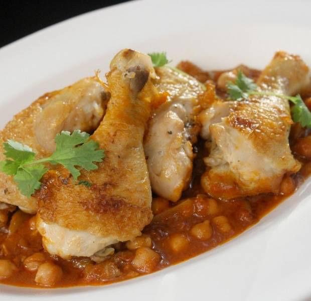 Spicy chicken, chickpea & tomato casserole