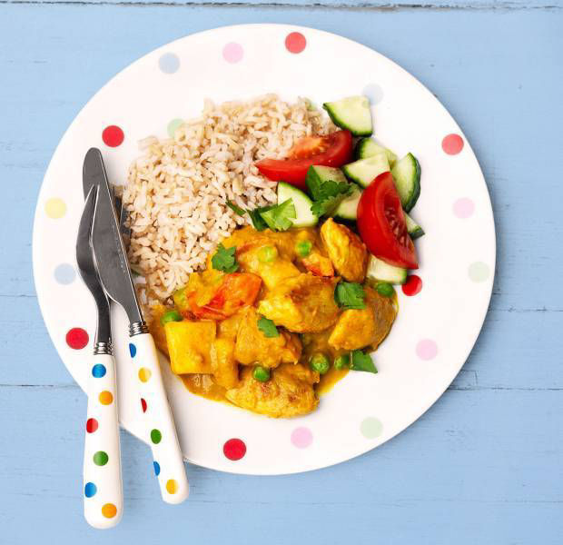 Gluten-free fruity chicken curry with rice