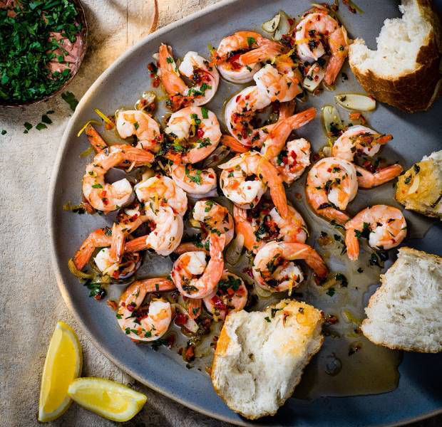Gino D'Acampo's prawns with garlic and chilli