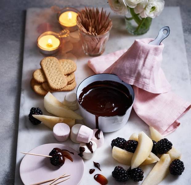 Easy dark chocolate fondue