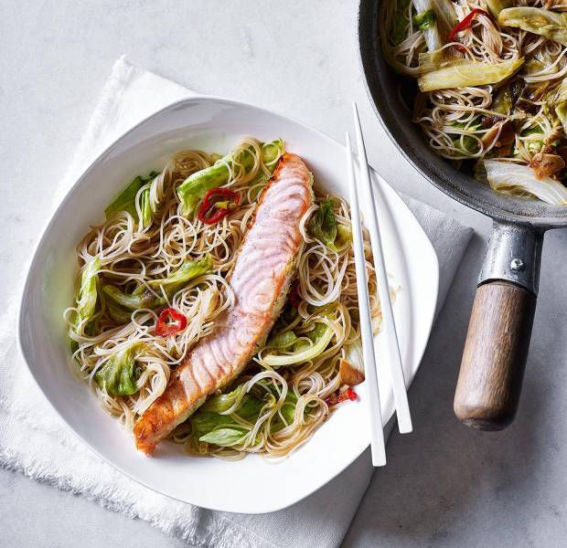 Salmon with chilli stir-fried lettuce in oyster sauce